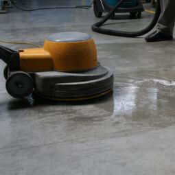 Industrielle Reinigung von Fabriken, Betrieben, Hallen
